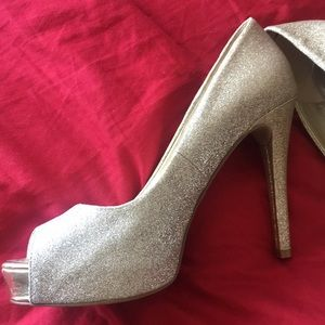 Peep toe sparkly formal heels silver/gold